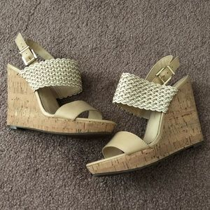 Jessica Simpson size 6 wedges